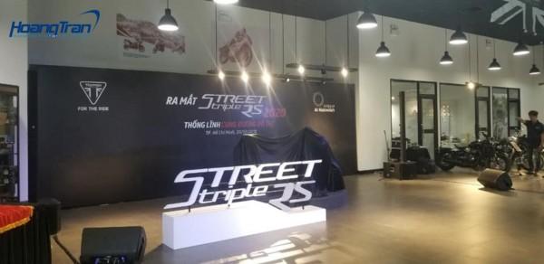 Hoàng Trần tất bật cùng Lễ ra mắt STREET TRIPLE RS 2020