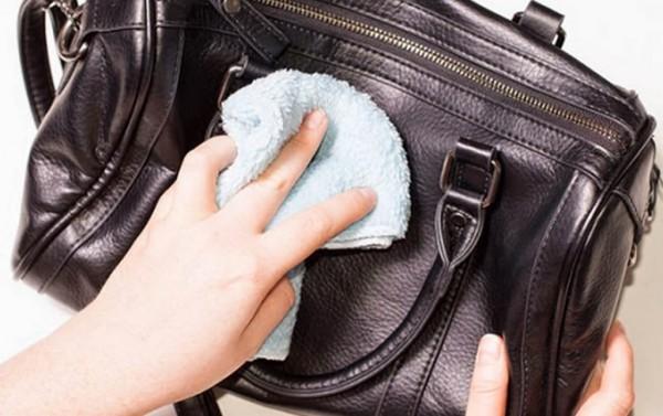 Hướng dẫn bạn cách giặt chiếc túi da tại nhà nhanh chóng