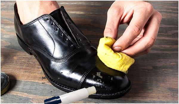 Hướng dẫn xử lý giày da bị trầy xước tại nhà