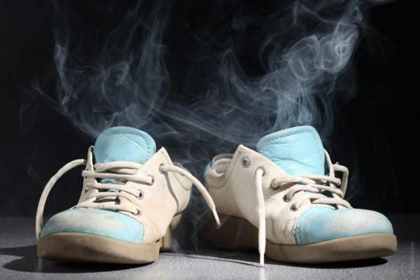 Khử mùi giày chưa bao giờ dễ đến thế
