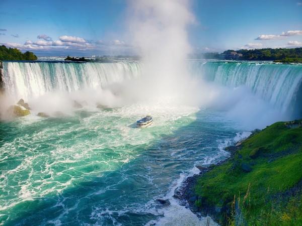 Khung cảnh hùng vĩ pha lẫn nét quyến rũ của thác Niagara