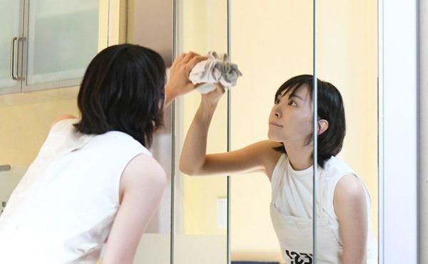 Làm thế nào để gương sáng như mới mà không mất nhiều công cọ rửa