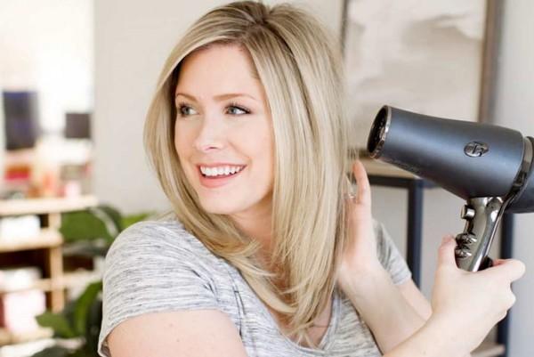 Làm thế nào để làm khô tóc đúng cách?