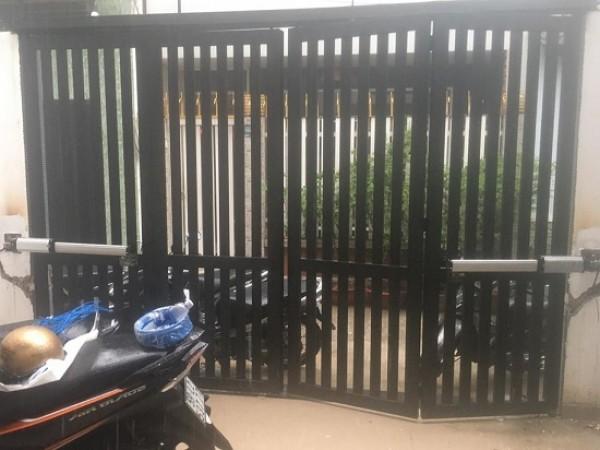 Lắp đặt cổng gỗ tự động cho nhà để xe tự động
