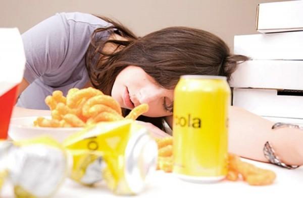 Lý giải cho hiện tượng ăn xong là thấy buồn ngủ