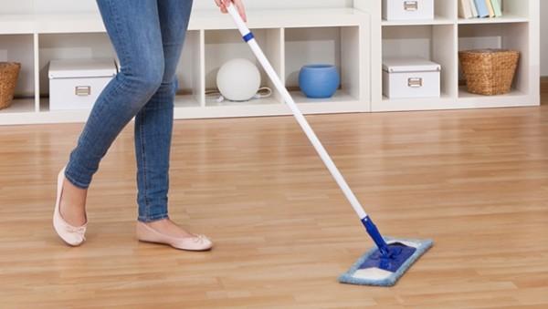 Mách nhỏ một số cách để giúp bạn làm vệ sinh và đánh bóng sàn gỗ