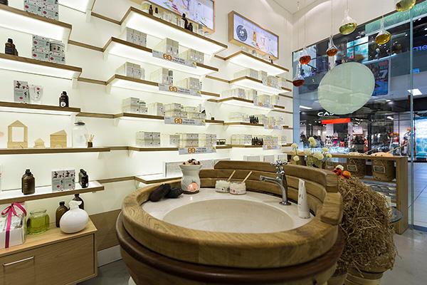 Mẫu thiết kế shop mỹ phẩm đẹp và thu hút