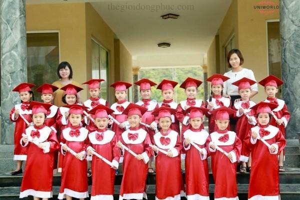 May đồng phục cử nhân mẫu giáo cho lễ tốt nghiệp thêm trang trọng