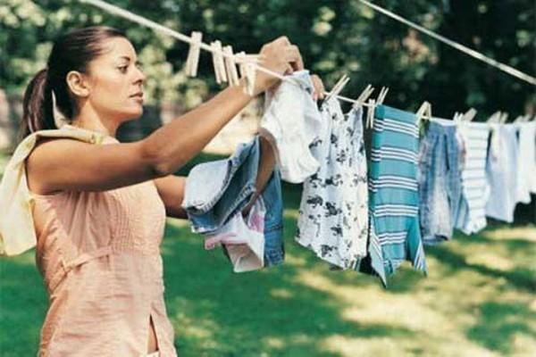 Mẹo hay giúp bạn giữ quần áo thơm tho vào mùa mưa