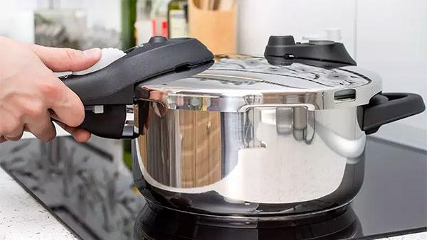 Mẹo hay giúp làm sạch nồi áp suất điện