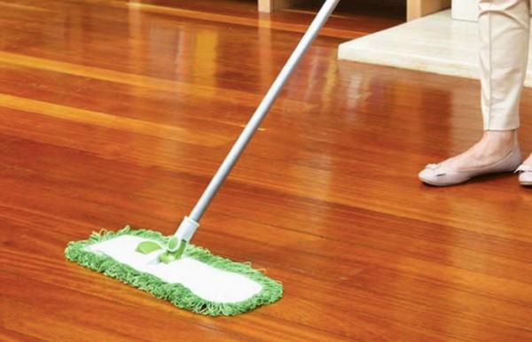 Mẹo lau sàn gỗ hiệu quả với nước lau sàn