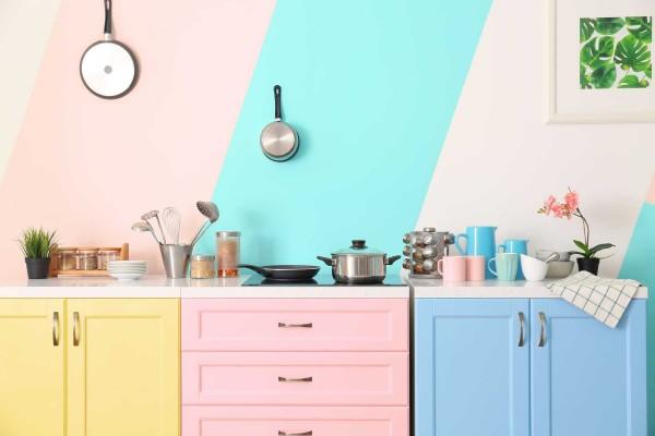 Mẹo nhỏ giúp tẩy sạch mùi hôi bám trên vật dụng phòng bếp