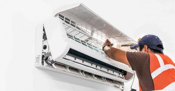 Mọi người nên vệ sinh máy lạnh định kỳ giúp tăng tuổi thọ của máy