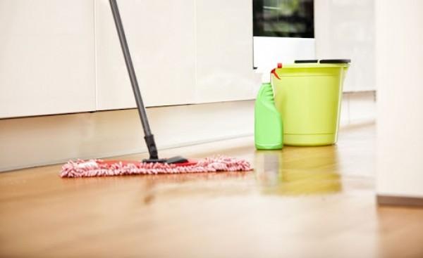 Một số cách lau nhà sạch bóng hiệu quả