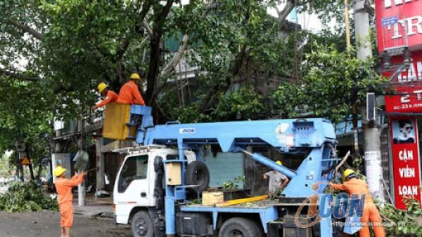 Mùa mưa bão khiến rất dễ xảy ra những sự cố trên lưới điện