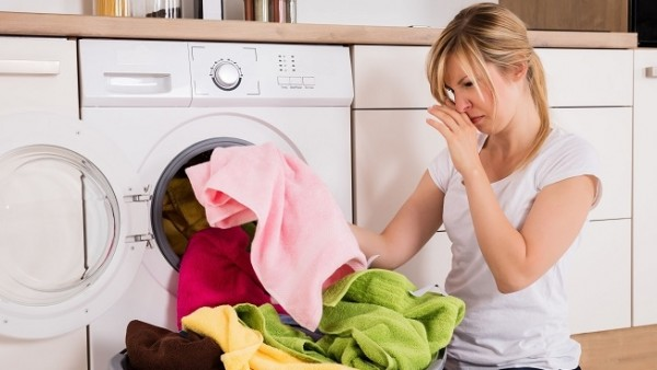 Mùi ẩm mốc trên quần áo thực sự rất khó chịu