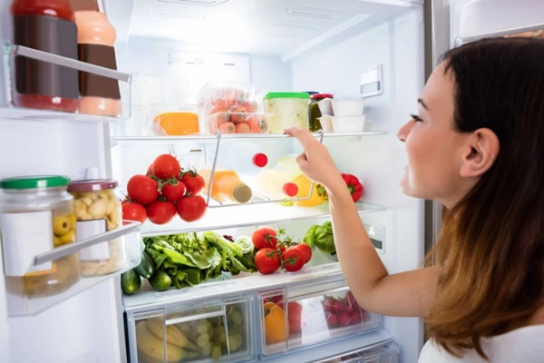 Mùi hôi trong tủ lạnh để lâu ngày vô cùng khó chịu