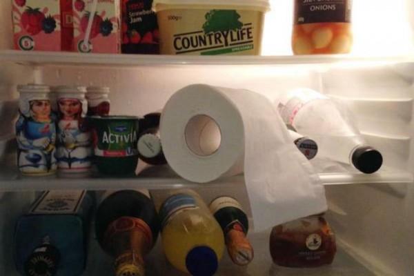 Ngăn đông tủ lạnh bị có mùi khó chịu