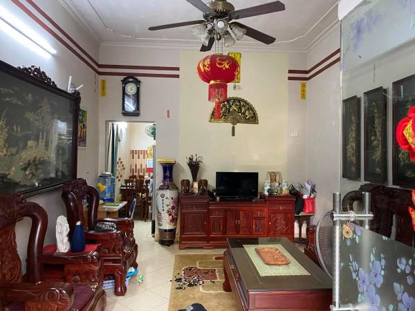 Nhà 2 tầng Cửu Việt, Trâu Qùy, có sân để ô tô, nội thất sang xịn.