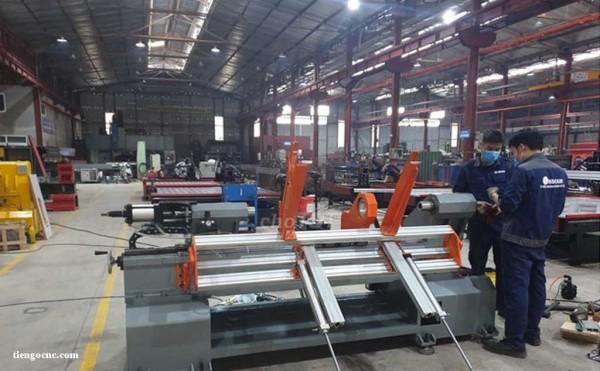 Nhà máy sản xuất máy tiện gỗ CNC tại việt nam.