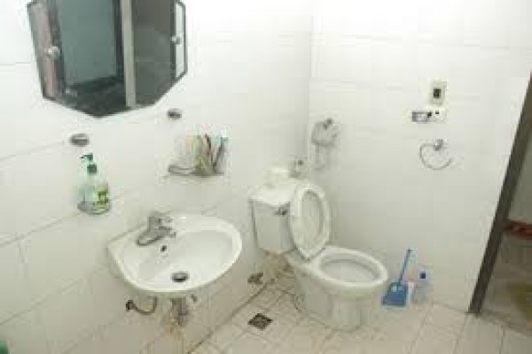 Nhà vệ sinh sạch nhưng vẫn có mùi hôi
