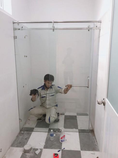Nhận thi công vách tắm kính tại Thuận An Bình Dương