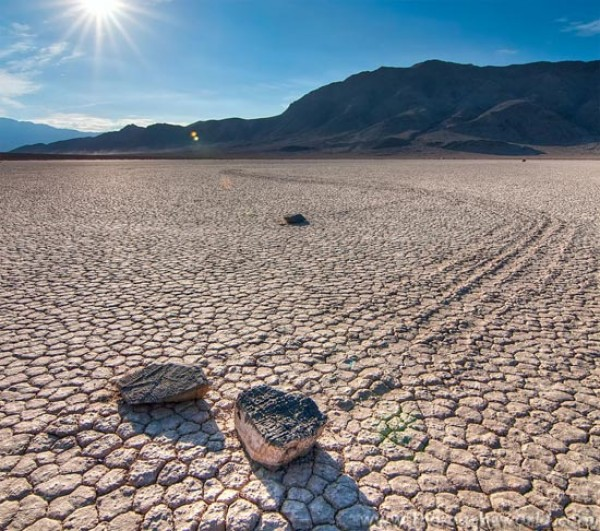 Những bí ẩn xoay quanh thung lũng Chết ở California
