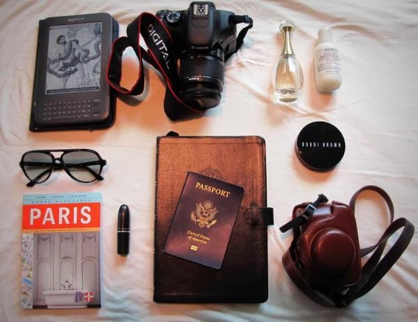 Những phụ kiện da cần chuẩn bị khi đi du lịch