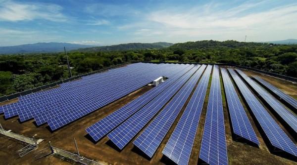 Nông dân Mỹ sử dụng đất xây dựng trang trại năng lượng mặt trời