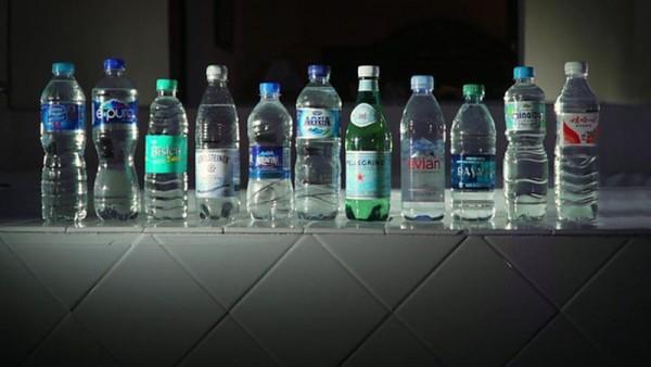 Nước đóng chai gây ô nhiễm môi trường trầm trọng