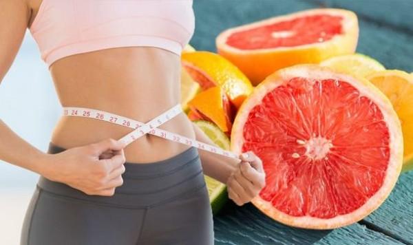 Nước ép bưởi hoặc nửa trái bưởi trước mỗi bữa ăn có thể giảm cân