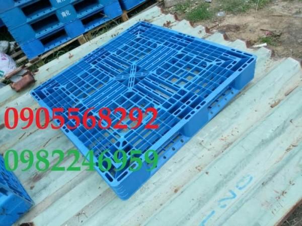 Pallet nhựa Đài Loan 1100x1100x150mm giá cực rẻ 0905681595