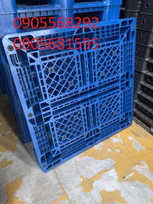 Pallet nhựa mới sản xuất giá cực rẻ KT: 1100x1100x150mm