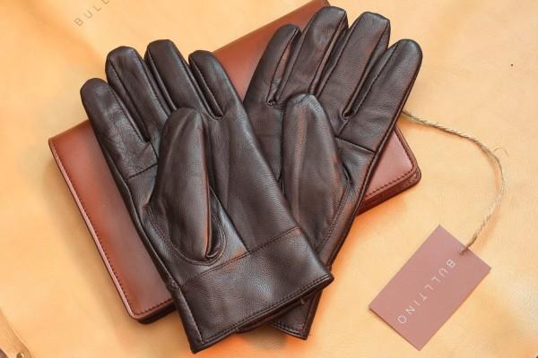 Phân biệt găng tay thật giả dễ dàng đơn giản