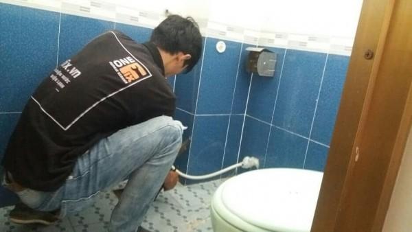 Rất nguy hiểm nếu bạn pha nước tấy bồn cầu tại nhà