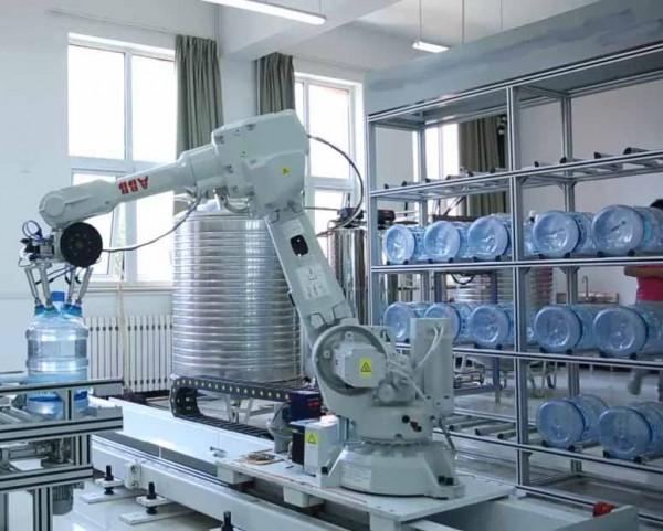 Robot công nghiệp dần dần trỗi dậy trong ngành chế tạo Trung Hoa