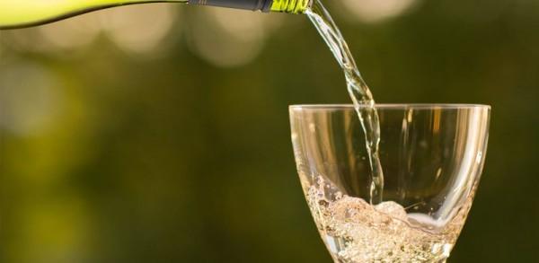 Rượu vang ngọt sản xuất bằng phương pháp nào.
