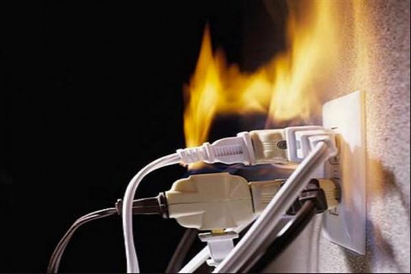 Sử dụng phích cắm điện an toàn, đề phòng cháy nổ
