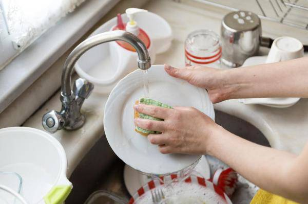 Tác hại khó ngờ khi bạn sử dụng nước rửa chén sai cách