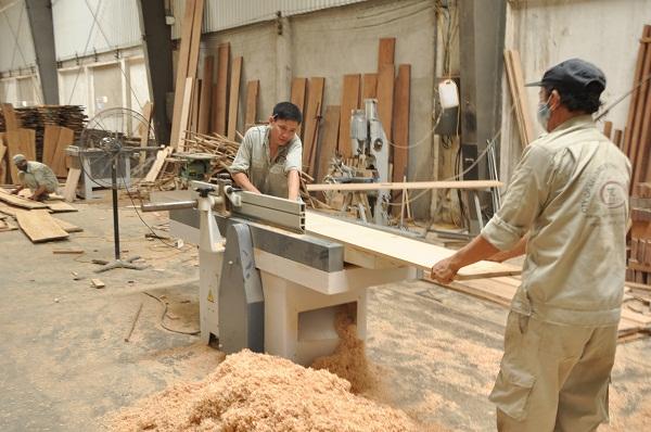 Tác hại không nhỏ từ bụi gỗ ảnh hưởng như thế nào đến con người