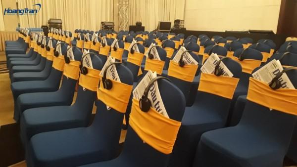 Tai nghe phiên dịch Hoàng Trần cho thuê hoạt động thế nào tại hội nghị
