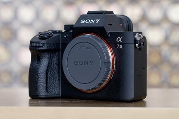 Tại sao nên sở hữu máy ảnh Sony Alpha A7 III?