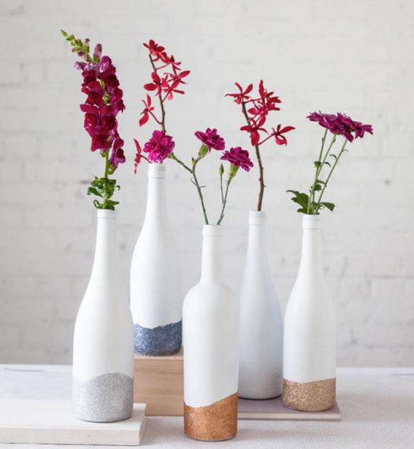 Tận dụng chai lọ thủy tinh trang trí nhà cửa