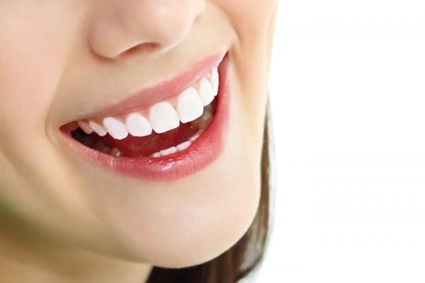Tẩy trắng răng hiệu quả từ thiên nhiên
