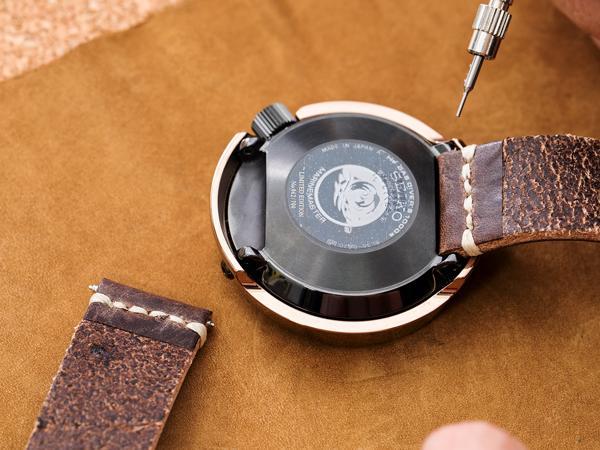 Thay dây da đồng hồ tại nhà đơn giản