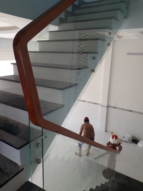 Thi công cầu thang kính ở Nhơn Trạch Đồng Nai - 0979.257.266