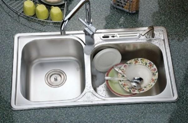 Thông tắc bồn rửa bát đơn giản hiệu quả