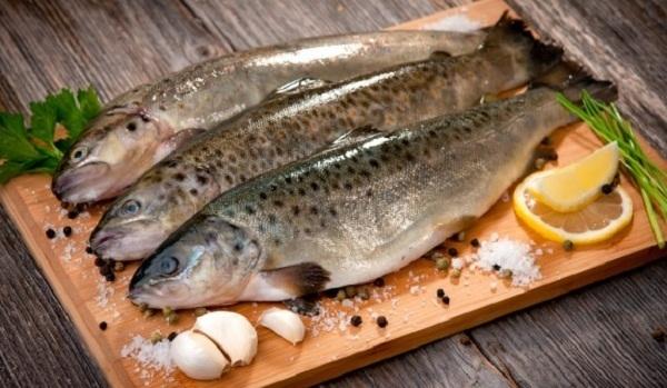 Thực hiện những thao tác khử mùi tanh của cá