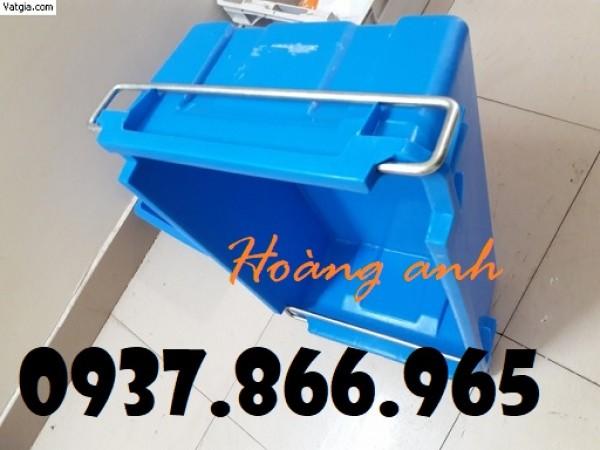 Thung nhua có quai, hộp nhựa , khay nhựa A2 tại các gara ô tô, sọt nhựa đựng đồ cơ khí có quai sắt