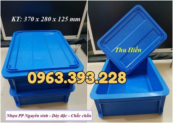 Thùng nhựa đặc có nắp, khay nhựa cao cấp, sóng nhựa bít B7 có nắp